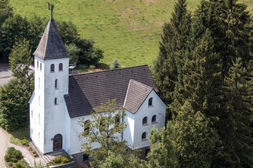 Kirche-Dorlar